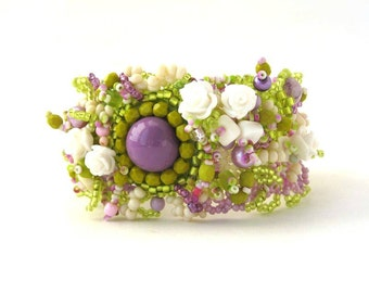 Floral Bracelet, Beaded bracelet, Unique gift for her, Green lilac cream, Art jewelry, Gift for women, Handmade beaded jewelry