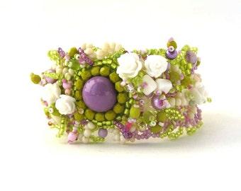 Floral Bracelet for women Seed Bead bracelet Beaded jewelry Summer fashion Green lilac cream bracelet Flower bracelet