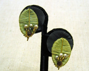 1940s Green Thread Wrapped Leaf Clip On Earrings