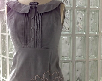 Adorable Vintage Anthropologie Light Gray Peter Pan Collar Dress Like New Condition Size 2