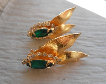 Vintage Green Rhinestone Earrings. Clip On Earrings. Bridal Jewelry, Mother's Day Gift, Anniversary, Birthday.