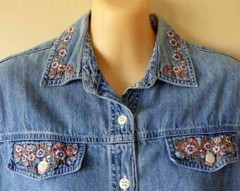 90s Denim Shirt Soft Grunge Festival 1990s Button Down / Denim Button Up / Floral Jeans Shirt /Flowers Embroidery Stonewash  / XS S
