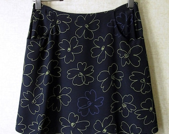 Mini Skirt Navy Blue floral skirt short festival clothing silky rayon 2 pockets yellow daisy flowers vintage 90s women 11 12 Express