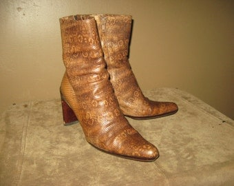 Vintage  ITALIAN VERO CUOIO Reptile Skin Embossed Leather Stacked Heel Boots Side Zip Short Ankle Boots Size 37 eu 6 to 6 1/2 us