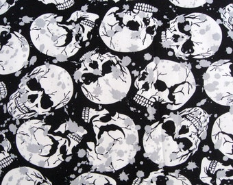 C064 - 1 meter  Cotton Fabric - Skulls on black (140cm ,200g)