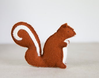 Sylvester Squirrel Sewing Pattern – DIY embroidery sewing pattern for squirrel softie – Squirrel soft toy tutorial