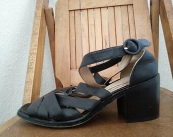 MODA    ///   Chunky 90s Sandals