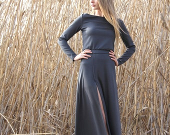 Maxi comfortable dress with slit