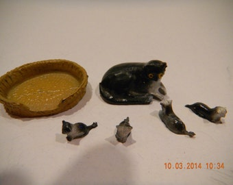 Vintage Barrett and Sons UK lead metal miniature mama cat and kittens in basket.marked.B for Barrett.