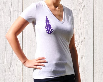 Purple Feather Print on Women's Speckled White V-neck T-shirt - S, M, L