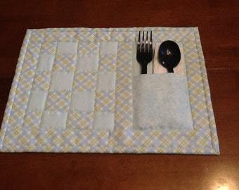 Quilted Snack Mat with pocket for utensils