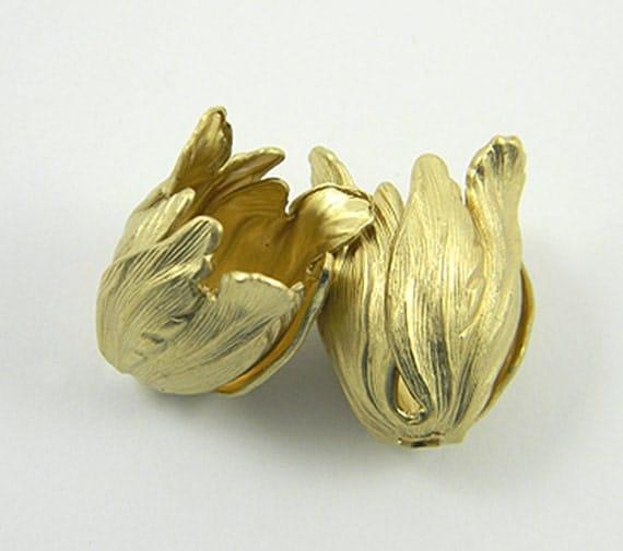 Raw Brass Tulip, Tulip Bead Cap, Flower Stamping 15mm x 22mm - 2 pcs. (r167)