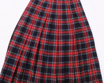 Scottish Plaid Skirt. Black Stewart Tartan P. Pendleton. Virgin Wool. Pleated | Highlands. Vintage Women's Size 10