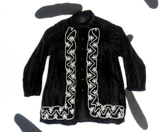 90s Black Crushed Velvet Oversize Button Down Shirt with White Embroidered Ribbon / Wizard / Goth / Grunge / Clarissa / Stevie