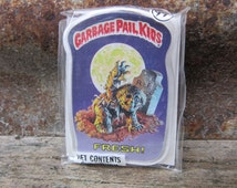 Vintage Garbage Pail Kids FRESH! ZOMBIE Card Button Pin Back Plastic Card Topps 1986 Unopened Gag Gift Party 80s GPK Collectible 1980s vtg