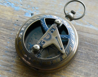 1 - Sundial Compass Pendant, Antique Brass, Nautical, Heavy Duty, Vintage Style (BA043)