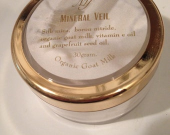 Mineral Veil  Finishing powder 30 gm jar with organic goat milk