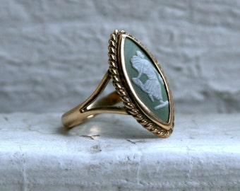 Antique 10K Yellow Gold Wedgewood Jasperware Cameo Ring.