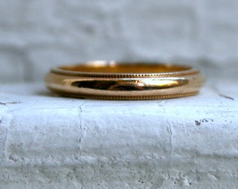 Classic Traditional 14K Yellow Gold Wedding Band with Beaded Edge.