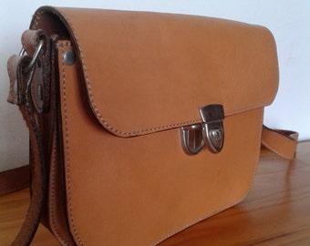 Vintage camel leather shoulder bag, hippie, boho style, croosbody bag