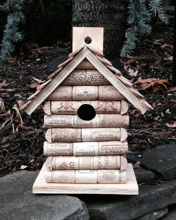 bouchons en li ge et maison d 39 oiseau bois nichoir en bois. Black Bedroom Furniture Sets. Home Design Ideas