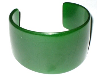 Vintage green cuff bracelet early plastic bakelite jewelry
