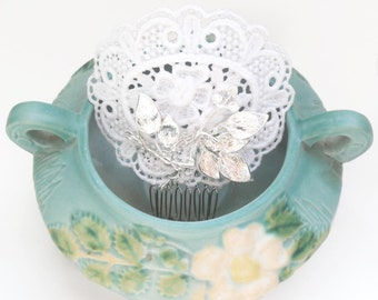 Edwardian-inspired White Lace Bridal Fascinator Hair Comb with Silver Leaf Accents