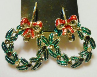 Adorable Retro 1980s Silver Plated Enameled Wreath with Bow ~ Sparkly Pierced Earrings