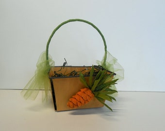 Vintage Wooden Easter Basket with Flocked Carrot