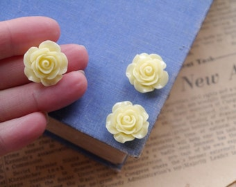 CLEARANCE 10 pcs Pale Yellow Resin Flower Cabochons 20mm (WTRC2372)