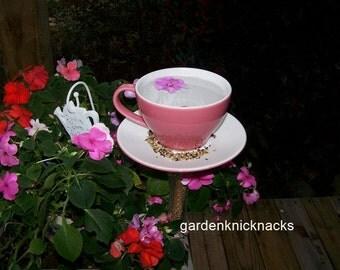Large teacup bird bath/feeder