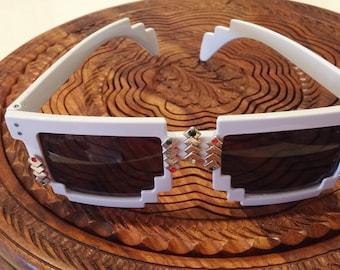 Pixel Style White Sunglasses  Retro Hipsters Eyewear Design UV Screen,  Rhombuses & Bird Decorated Sunglasses