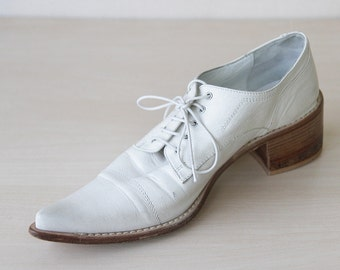 White leather geometric pointy toe chunky heel shoes