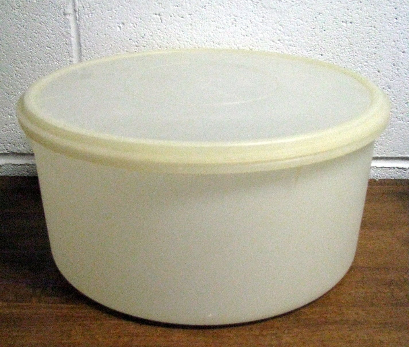 Vintage Tupperware Large Round Container 256 Carry All Cake