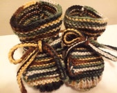 Stay-on Camo Baby Booties - Size 0 to 3 Month - Green Camo