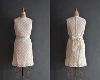 Nixie / 60s lace dress / 1960s wedding dress