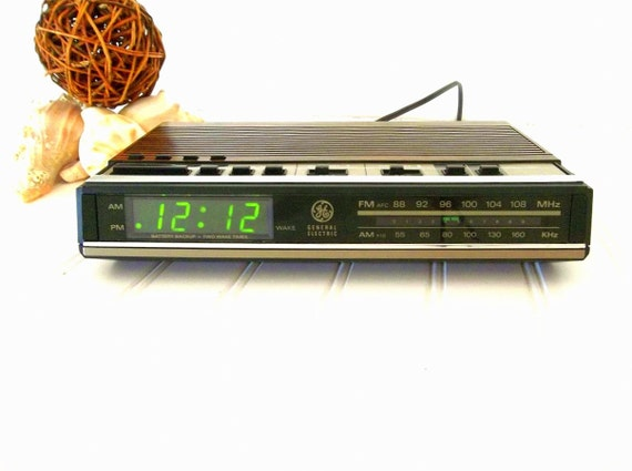 vintage ge radio alarm clock faux by hydrangeahillvintage on etsy. Black Bedroom Furniture Sets. Home Design Ideas