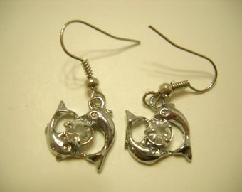 Vintage Rhinestone Dangle Pierced Earrings. (9097**)