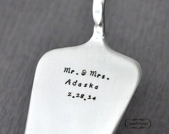 Custom wedding cake server, mr. and mrs.,hand stamping, Mr and Mrs wedding gifts, Husband and Wife, engraved wedding date, wedding,engraved