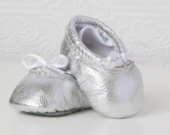 Baby Ballet Slippers - Silver - premie newborn toddler ballet slippers moccasins