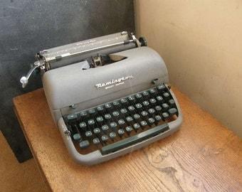 Remington quiet riter manual typewriter with case,Green keys , matt grey body 1950s, Free UK postage