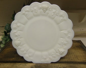 1 Vintage Westmoreland Paneled Grape Luncheon Plate 8.5 Inches  B928
