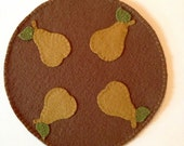 Round Penny Rug with Appliqued Pears, Penny Mat, Wool and Felt Handmade Table Decor, Table Runner, OFG FAAP, Appliqued Fruit, OOAK
