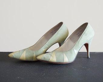 Vintage 7 1/2 Mint Suede Pumps Heels De Vino