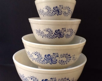 Vintage Pyrex - Homestead Pattern Mixing Bowls Set