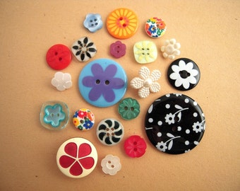 Vintage & New Plastic Flower Power Buttons Cottage Crafts Altered Art Jewelry Lot