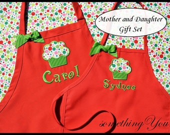 Set of 2 - Personalized Christmas Cupcake Apron Set - Grandmother and Granddaughter Aprons - Mommy and Me Matching Aprons, Family Baking
