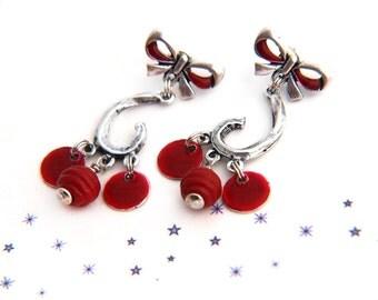 boucles d'oreilles clous noeud perle de verre de Murano filé au chalumeau émail rouge