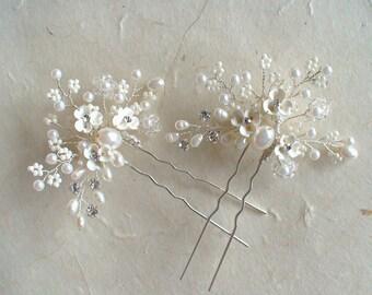 Hair Pins. Set for 2 Bridal Hair Pins. Off white flower/ Pearl hair comb. Bridal hair comb. Bridal hair accessories.