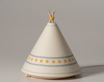 TIPI / Child Table lamp yellow